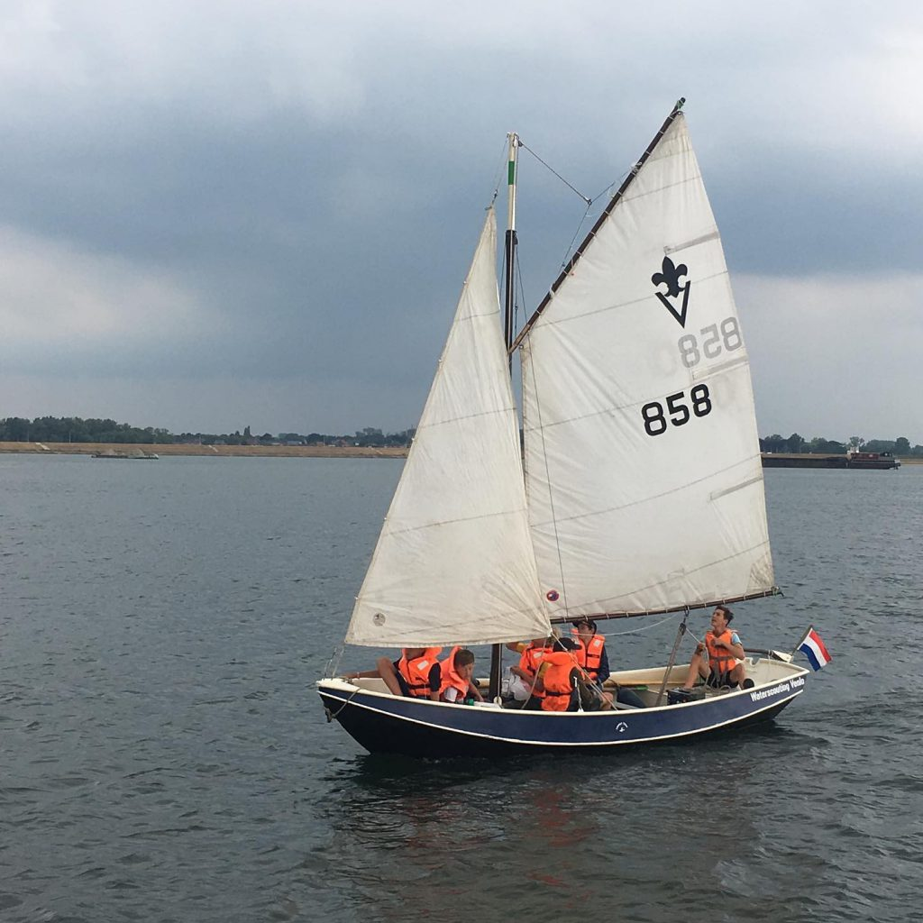 Scouting Venlo Belletable – Stella Maris BSM zeilen in een vlet